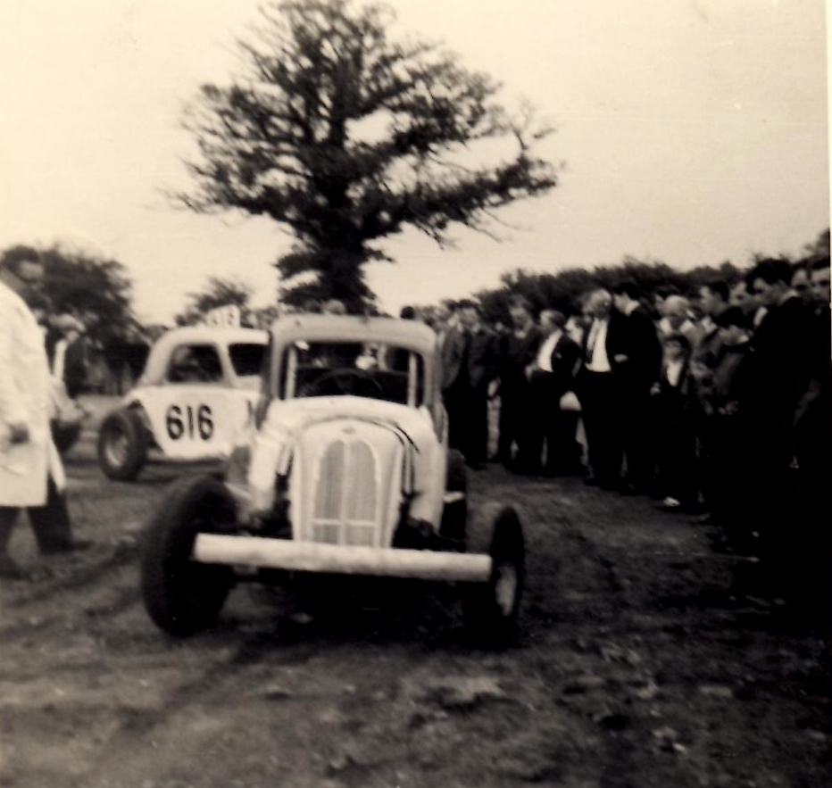 Scrutineer, George Stannard checks over # 505 Doug Wardropper